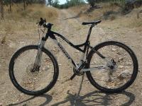 אופני סגל במבחן שטח. עם 29 אינץ, רכיבי אמצע הדרך משימנו ושלדה קלילה אופני סגל הסדרתיים מתאימים לרכיבת שבילים צילום: פז בר
