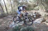 אופני סגל במבחן שטח. כיף גדול בשבילים קטנים -סופגים יפה מהמורות בזכות גמישות השלדה הבולם צילום: פז בר