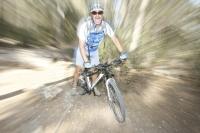 אופני סגל במבחן שטח. כיף גדול בשבילים קטנים - התימרון בסינגלים משתפר לאחר ריכוך הבולם צילום: פז בר