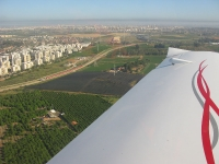 טיסת חוויה ב-TL סטינג S4. עוזבים את גוש דן. צילום: רוני נאק