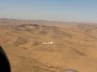 טיסת חוויה ב-TL סטינג S4. שיוט מעל הר הנגב בדרך למצפה רמון. צילום: רוני נאק