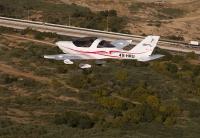 טיסת חוויה ב-TL סטינג S4. הקפה נמוכה בן עמודי החשמל במנחת ראשון. צילום: תומר פדר