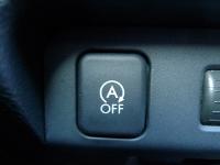 מבחן דרכים סובארו XV. זה כפתור כזה שיחסוך לכם כסף. START&STOP מדומם את המנוע ברמזורים. צילום: פז בר