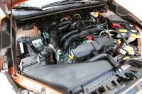 """מבחן דרכים סובארו XV. מנוע הבוקסר החדש גמיש, חזק, וחסכוני בדלק. רמת זיהום 4 הופכת את הסובארו XV ל""""ירוק"""" של הקבוצה יחד עם מאזדה CX5 שמפסידה רק בגלל צריכת דלק רבה יותר. צילום: פז בר"""