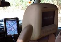 """מבחן שטח לנד רובר דיסקברי TD5 משופר. כראוי לכל חמ\""""ל גם כאן יש פלזמות עם מפות.  צילום: רמי גלבוע"""