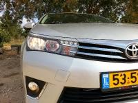 בייקמוביל מבחן רכב טויוטה קורולה החדשה. מראה כללי במבוא סינגל בארי. עיצוב נאה ומרשים - עם רמזים לשפה המותגית החדשה, וזוויות מעיצובים מוכרים אחרים. צילום: רוני נאק
