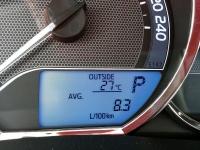 """בייקמוביל מבחן רכב טויוטה קורולה החדשה. ממוצע צריכת הדלק בשיוט - מהיר למדי - מהרצליה לבארי. בקצב רדום של 100 קמ\""""ש רשם מחשב הדרך 7.2 ל\' ל-100 ק\""""מ. צילום: רוני נאק"""
