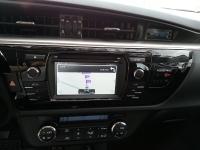 בייקמוביל מבחן רכב טויוטה קורולה החדשה. שובר שוויון! מערכת המולטימדיה מכילה ממשק לסמארטפון המקרין את המסך ומאפשר שימוש ב-WAZE, שמע וטלפון. רזולוציית המסך משופרת מאד ובמצב חניה תתאפשר גישה לאפליקציות רבות נוספות בטלפון. צילום: רוני נאק