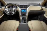 2011_chevrolet_traverse-_ltz_06-custom