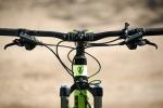 מבחן אופניים Trek Fuel EX 9.8. קוקפיט מרווח - פינוק של כידון קרבון גמיש ורכיבי שימאנו XT נהדרים. האם אלו האופניים הטוביםם ביותר שרכבנו עליהם? ייתכן מאד. המחיר אבל...אאוץ'. צילום: תומר פדר