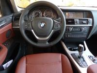 מבחן רכב משווה וולוו XC60 מול ב.מ.וו X3. סביבת הנהג של ב.מ.וו X3 מעולה. האיכות הכללית מצויינת ותפעול תיבת ההילוכים - על שמונת הילוכיה - מצויין. צילום:פז בר