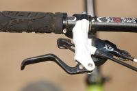 מבחן אופניי YETI SB66. מעצורים פורמולה RX נורא יפים אך מתקשים להתמודד עם האנרגיה בעומס מלא. צילום: פז בר