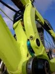 מבחן אופניי YETI SB66. מבט מקרוב על המתלה מגלה את הרכיב הסודי. הטיפול? אחת לשנה חמישה מיסבים. צילום: פז בר