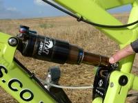 מבחן אופניי YETI SB66. בולם אחורי FOX RP23 עם ציפוי קשימה - הוא חלק מרכזי באקטיביות של מתלה SWITCH ב-YETI. צילום: פז בר