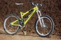 """מבחן אופניי YETI SB66. אם אתם חושבים שהצהוב \""""LIME\"""" אינו מספיק בולט - נסו את הקרבון! צילום: פז בר"""