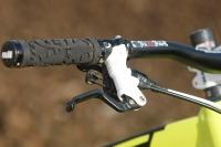 מבחן אופניי YETI SB66.  תקריב על בוכנת הבלמים של מעצורי פורמולה. אני הייתי בוחר בדיסק בקוטר גדול יותר וקליפר עם ארבע פיסטונים. בלימה היא חצי מהמהירות. לא כך? צילום: פז בר
