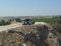 מסלול טיול שטח מחוף זיקים לחוות פיליפ. ג\'יפ רנגלר מלווה את צוות אתר שטח צילום: פז בר