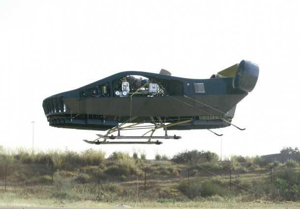 "Xmule מל""ט בטיסת ניסוי ראשונה, רתום בכבלי ריסון"
