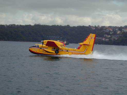 410 מטרים ו-12 שניות מספיקים למלא את מיכלי המים במטוס הכיבוי. צילום: בומברדייה