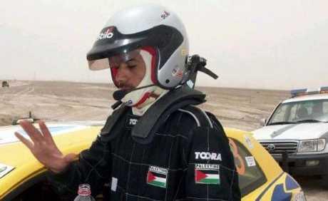 ראמי ג'אבר נותן בראש תחת דגל פלסטין. בקרוב ביורוספורט ו-WRC צילום: saudicar