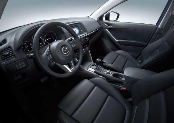 שונה אבל דומה. רכב הפנאי החדש מאזדה CX5 מתהדר בפילוסופיית עיצוב חדשה אבל התוצאה לא מאוד...צילום:יצרן