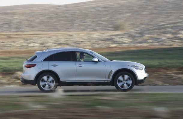 אינפיניטי FX במבחן שטח. ביצועי הכביש טובים, התנהגות הכביש מבריקה ומתגמלת צילום: פז בר