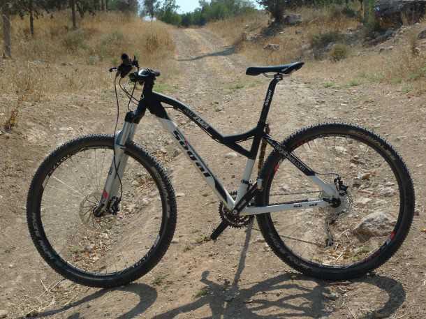 אופני סגל במבחן שטח. שלדת מגנזיום מקומית, רכיבים מבית שימאנו, ורוק שוק והתוצאה - דה לוקס! צילום: פז בר