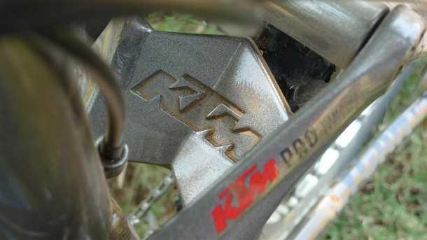 אופני הרים במבחן שטח. ק.ט.מ. לייקן מציגים הקפדה רבה על הפרטים הקטנים - הנה דוגמה מעולה במערכת המתלה הצף צילום: פז בר