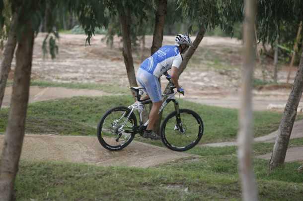 קיוב 130 AMS במבחן שטח. חברים קטנים למסעות גדולים. אופני ההרים האלו יעשו הכל: יכסו קילומטרים בנוחות ויתמודדו עם מכשולים בקלות. רכיבת אופניים מאד מספקת. צילום: פז בר