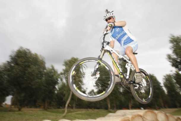 קיוב AMS130, אופני הרים שיודעים הכל. מתלים של FOX, בלמים של פורמולה ושלדה קשיחה ומצויינת צילום: פז בר