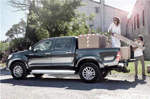 טנדר טויוטה היילקס 2012. הראשון להגיע וכבר משווק. די יקר עם 250 אלף שקלים לגרסה הבכירה. צילום: טויוטה