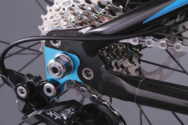 אופני שבילים פיווט פוניט. עם דרופאווטים הניתנים להחלפה מהירה והתאמה זריזה של האופניים לכל אתגר בשטח. צילום: פיווט