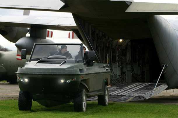 """גיבס פיביאן - עם 500 כ""""ס הוא נוסע כמו מכונית על הכביש ומגיע ל-50 קמ""""ש על המים. צילום: GIBBS"""