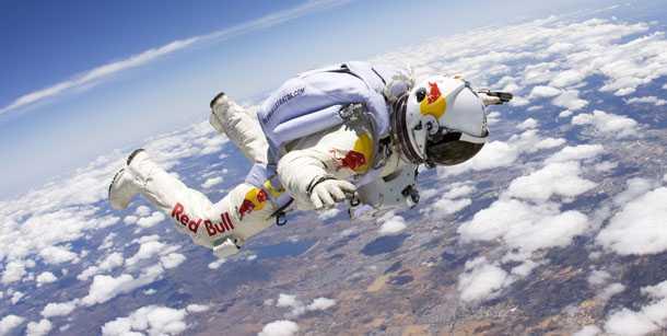 פליקס באומגרטנר - בדרך לשבור את מהירות הקול בגופו בצניחה חופשית מרום של 120 אלף רגל! צילום: RED BULL