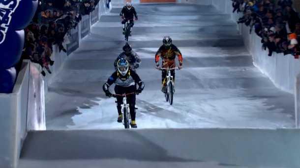 מה לא מסתדר לכם בצילום הזה? אופניים על הקרח!? אלוקים שבשמיים! צילום: RED BULL