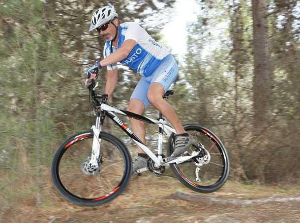 אופני הרים ראליארט עם גלגלי 26 אינץ'. זריזים מאד וטסים ישר. האם אלו יהיו עדיפים על אופני הרים עם גלגלי 29 אינץ'? צילום: פז בר