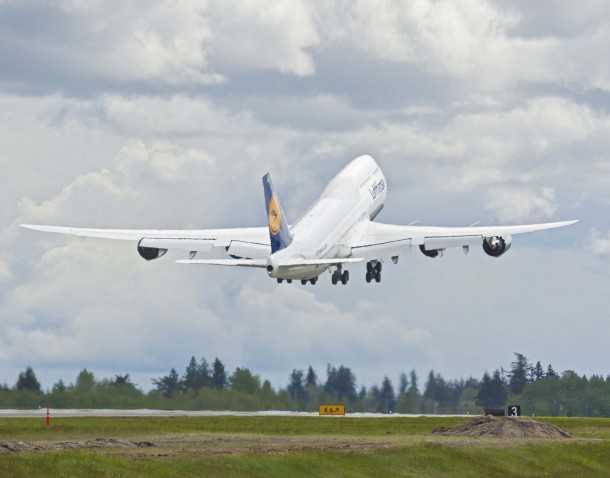 747-8 חדש של לופטהנזה ממריא לטיסת הבכורה מפרנקפורט לוושינגטון בחודש שעבר. האם זו שירת הברבור של מטוס הנוסעים החשוב בהיסטוריה? צילום: BOEING