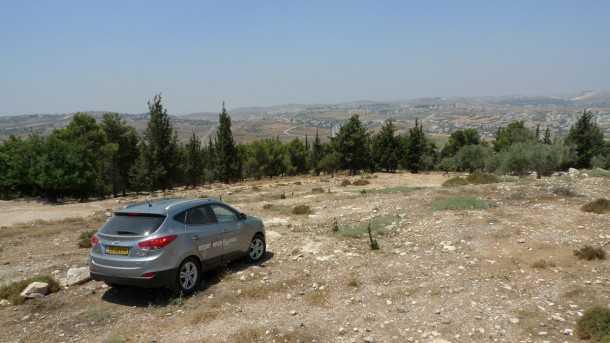 טיול שטח עם יונדאי IX35. בגובה 880 מטרים מעל לפני הים אפשר ליהנות מרשת שבילים ומעיינות צוננים סביב קבר שמואל הנביא. צילום: פזבר