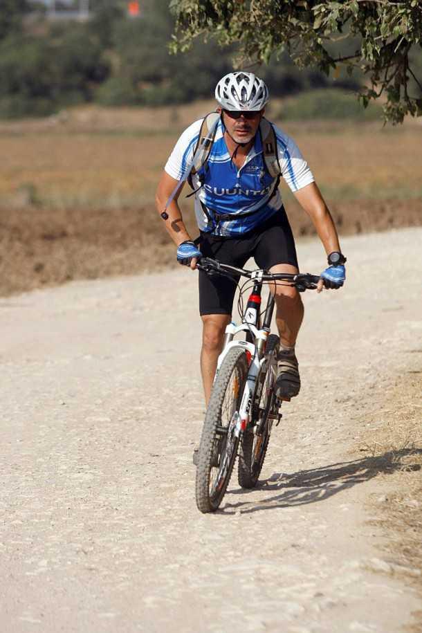 """מבחן אופניים מרידה 140 XT-D. קיצור המהלך והקשחת המתלים יהפכו את האופניים לכלי יעיל לגמוע הרבה ק""""מ. משקל קל-יחסית עוזר גם כאן. צילום: פז בר"""