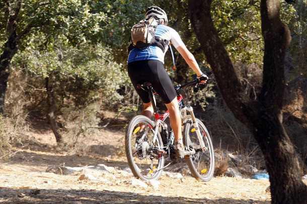 """מבחן אופניים מרידה 140 XT-D. אופני """"כל הר"""" המשלבים מתלים נהדרים, עם שלדה קלה וחדת היגוי. צילום: פז בר"""
