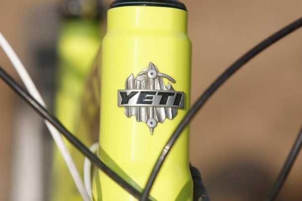"""מבחן אופניים YETI SB66. אני בטוח שלניטים האלו יש איזה קטע - כי שאר השלדה מדהימה וראויה להגדרה """"פרימיום"""" . צילום: פז בר"""