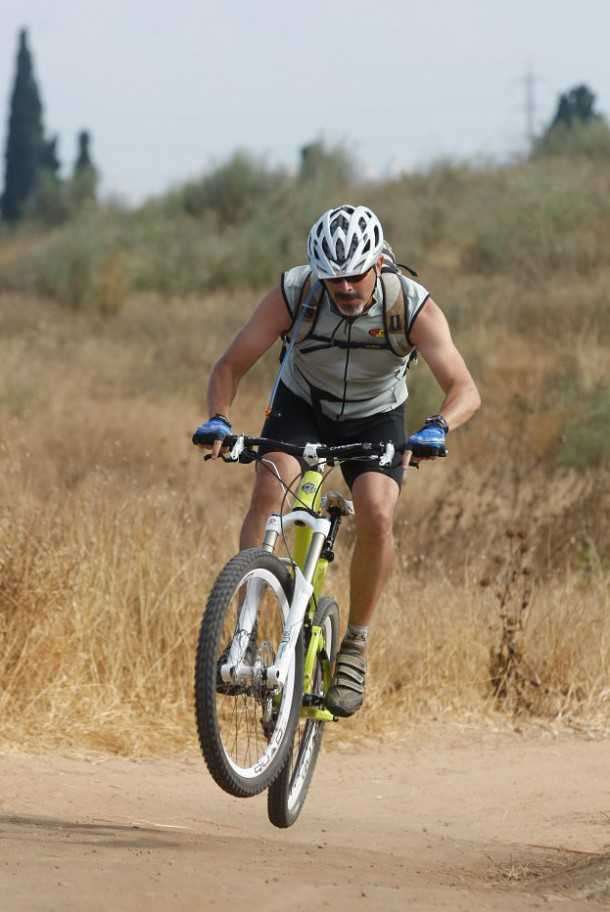 מבחן אופניים YETI SB66. השלדה והמתלים כל-כך טובים עם שהם לפעמים מייתרים את הבלמים! כמו כאן למשל. צילום: פז בר