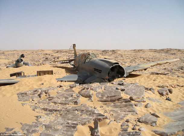 70 שנים במדבר. מטוס הקרב הבריטי אשר נחת נחיתת אונס בלב המדבר ביוני 1940 - נמצא. אין זכר לטייס בן ה-24. צילום: PNBS