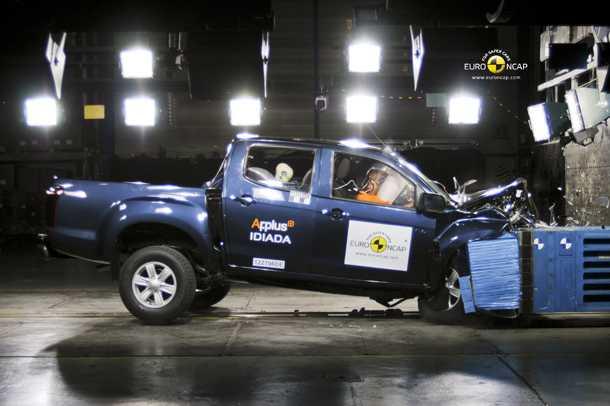 איסוזו די-מקס 2012. מקבל 4 כוכבי בטיחות במבחן ENCAP ומצטרף לפולקסווגן אמארוק עם ארבעה כוכבים ומאזדה BT-50 עם חמישה. צילום: ENCAP
