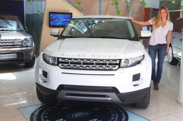 ריינג' רובר איווק. רכב השנה של הנשים -לפי פאנל של תריסר עיתונאיות רכב בכירות מרחבי העולם. ובכל זאת צילום של בר רפאלי לוקח. אז הנה. צילם: רונן טופלברג