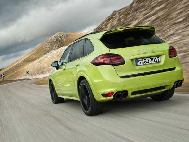 פורשה קאיןן GTS. עיצוב המרכב שונה עם חבילה אירודינאמית, חישוקים יעודיים לגרסה, מפלט מכוייל טון, וצבע...מזעזע. צילום: פורשה