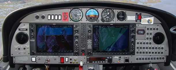 תא הטייס בדיאמונד DA42. האם בעתיד הכשרת הטייסים תהיה קלה יותר? בדיאמונד מפתחים מערכת שתדע לשמור על מעטפת הטיסה הבטוחה, להמריא ולנחות ללא התערבות ותהיה מסוגלת לתרום רבות לבטיחות. צילום: דיאמונד