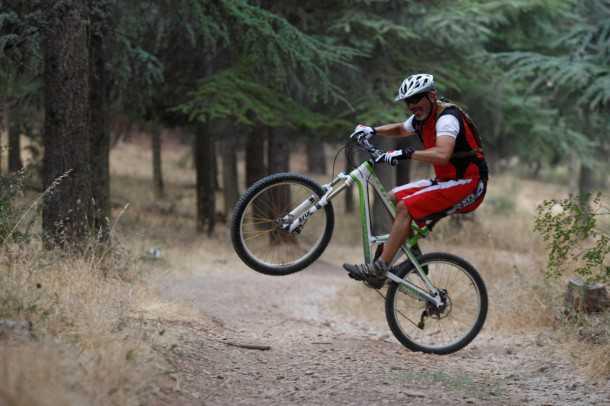 מבחן אופניים קנונדייל ג'אקיל. זוללים שבילים וגנרטורים מדהימים של כיף. צילום: פז בר