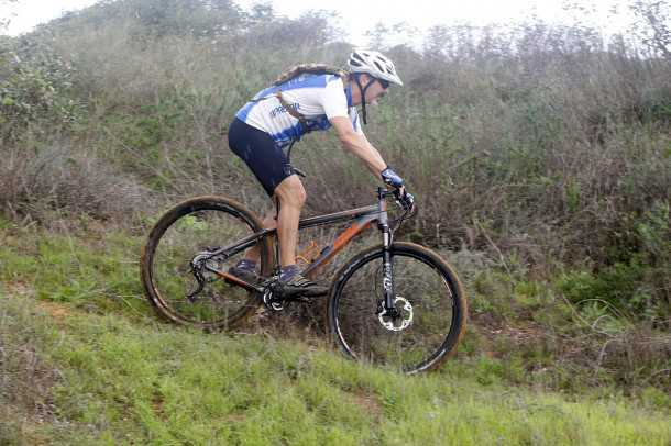 מבחן אופניים KTM RACE. מהיר בשבילים. שיוט במהירות גבוהה אפשרי בזכות משקל נמוך, גלגלים גדולים ומתלה קדמי מצויין. צילום: פז בר