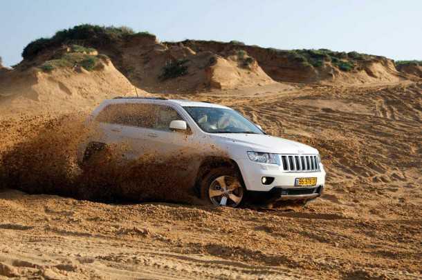 מבחן רכב ג'יפ גרנד צ'ירוקי דיזל. המון כוח, והמון אמצעים להוריד אותו ביעילות לקרקע. רכב פנאי פרימיום עם יכולת אמיתית בשטח. 4X4 במיטב מסורת ג'יפ. צילום: פז בר